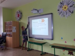 03-Přednáší Květa Krüger-pedagogická konzultantka v projektu Pomáháme školám k úspěchu